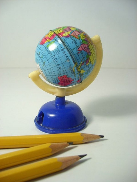 Noi che.......mentre facevamo la punta alla matita ....sognavamo di girare il mondo:-)