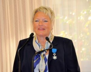 Bénédicte Le Brun de l'agence de voyages BLB Tourisme, s'est vue remettre par Georges Colson, Président du SNAV, l'insigne de Chevalier, dans l'Ordre National du Mérite. Cette haute distinction, récompense une carrière au service du tourisme et à la valorisation du patrimoine breton.