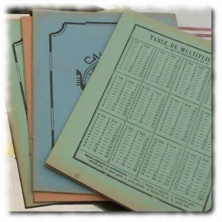 Le cahier des années 60...avec les tables de multiplication au dos. On les connaissait par coeur.