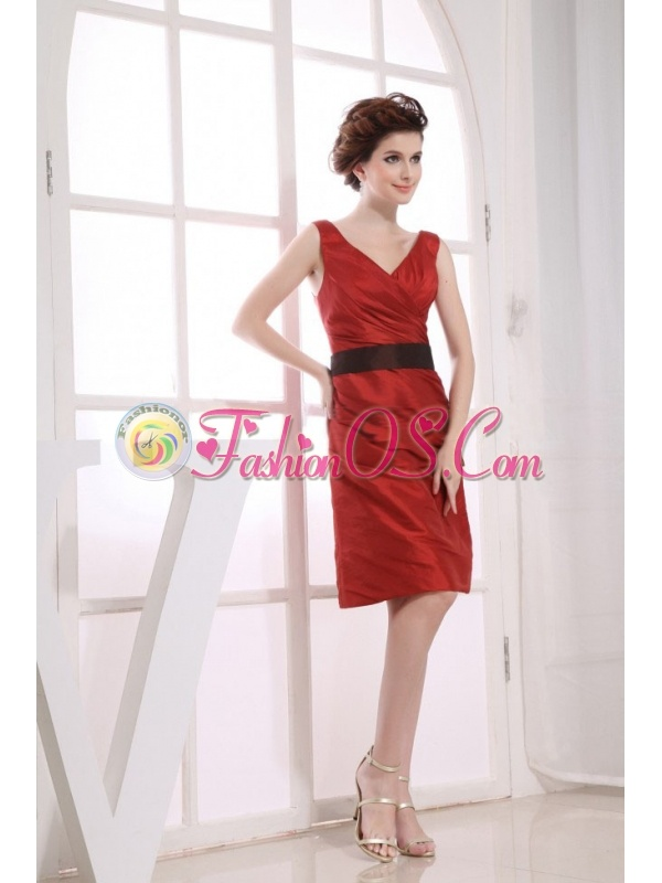 V-neck Neckline Wine Red Taffeta Black Sash Knee-length 2013 Prom Dress  http://www.fashionos.com  Gorgeous and sassy! This wine red short prom dress will make you sparkle the whole day and night! This one has a V-neckline and dropped contrasting waistband making a way for the sexy deep V-shape. The knee length skirt is comfort without too much revealing. A v shape and zipper up back presents your smooth skin and feminie charm.