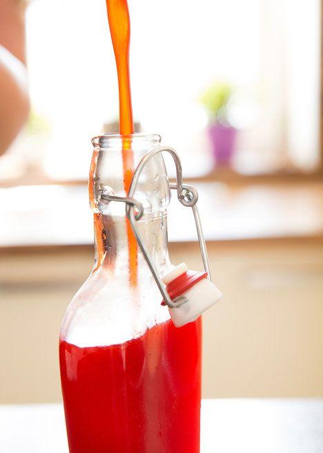 A ještě horký sirup rozdělte do vyčištěných lahviček; Mona Martinů
