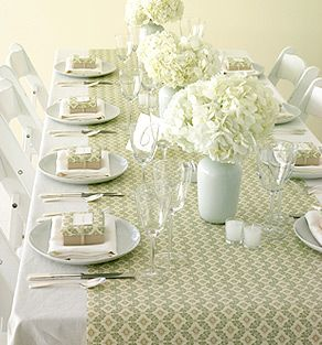 Great idea to use wrapping paper to add some color to your table. Since all guests have gift boxes at their places, the wrapping paper coordinates beautifully!