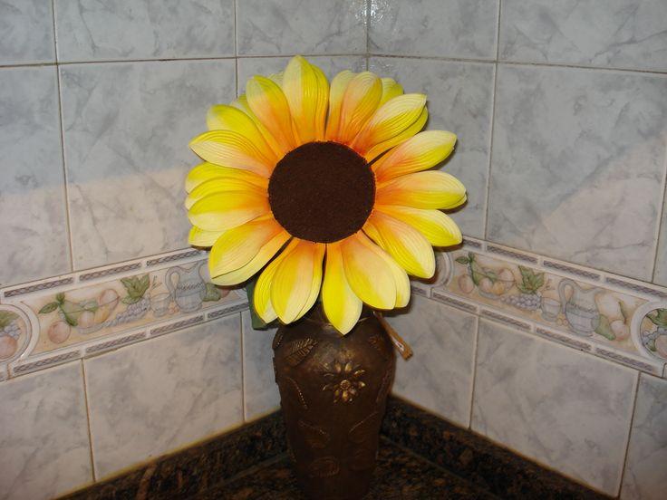 Girasol goma eva artesanias flores en goma eva pinterest - Flores sencillas de goma eva ...