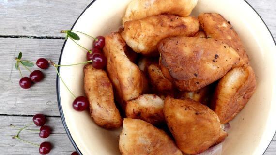 Пирожки с вишней, пошаговый рецепт с фото