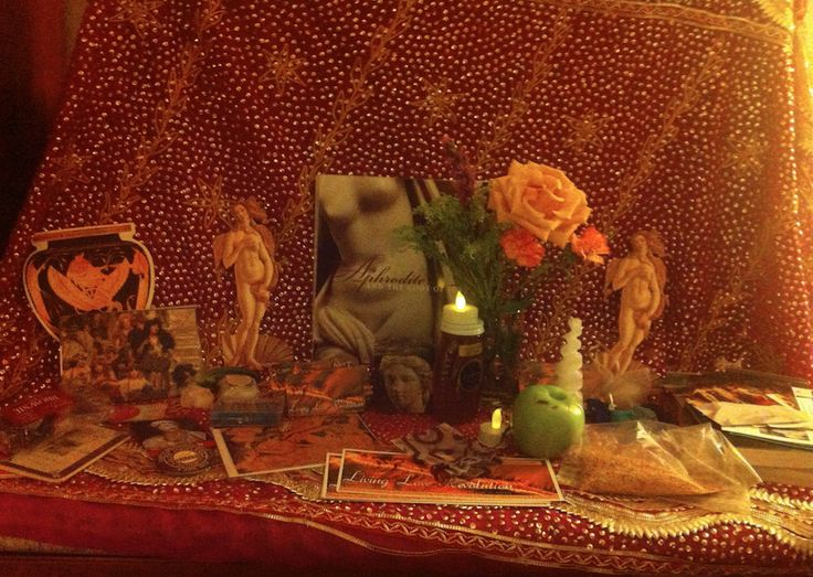Teri Ciacchi made this altar in a SF Hotel after seeing Aphrodite & The Gods of Love in Getty Museum LA and on theday she say Joy Fairfield deliver her paper on Rhizomatic Intimacy at SF Open Polyamory Conference