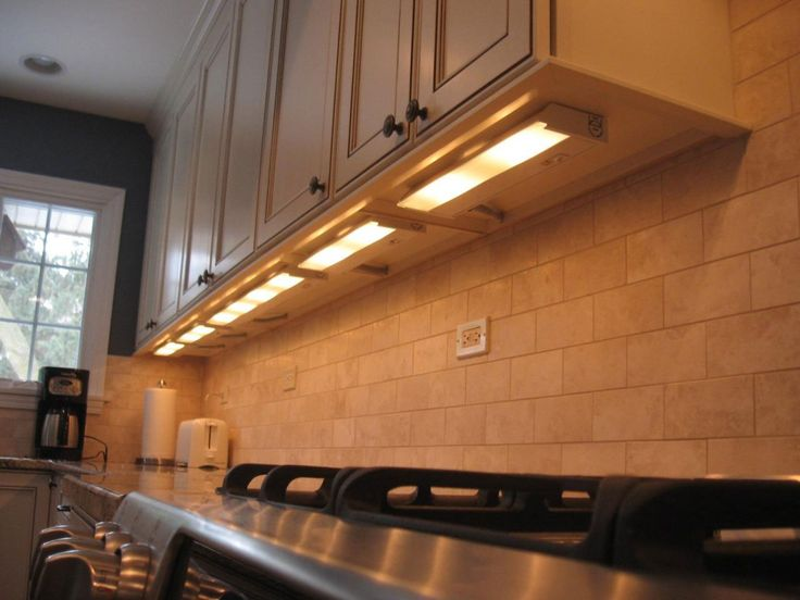kitchen under cabinet lights - fluorescent kitchen lighting ideas Check more at http://www.entropiads.com/kitchen-under-cabinet-lights-fluorescent-kitchen-lighting-ideas/