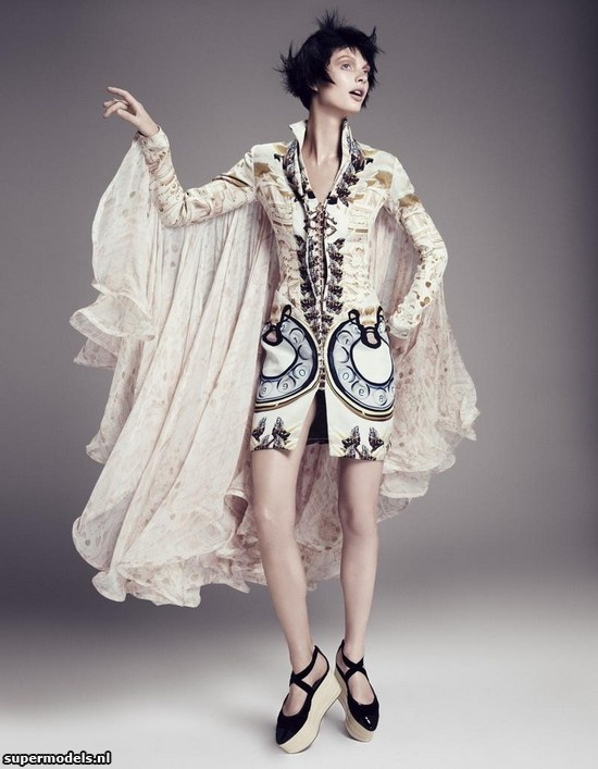 Patricia van der Vliet in 'The Look of Fantasy' - Photographed by Paolo Kudacki (Vogue Japan October 2012)    Complete shoot after the click...