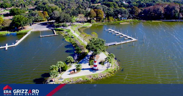 """How Mount Dora won the title of 'The Most Picturesque Hometown in Florida'  Known as the """"New England Town of the South,"""" Mount Dora delivers on charm and history minus the snow and bumper-to-bumper traffic found up north. Instead, it offers peaceful views, beautiful weather, a historic atmosphere, and Mount Dora's famous homes for sale."""