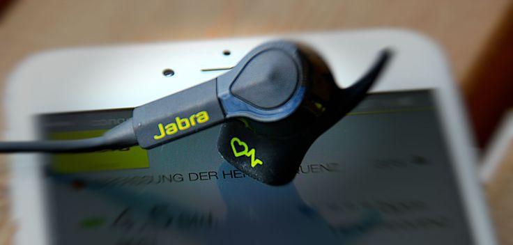 Jabra Sport Pulse Wireless Test: Pulsmesser & Bluetooth Kopfhörer für iPhone & Apple Health - https://apfeleimer.de/2014/11/jabra-sport-pulse-wireless-test-pulsmesser-bluetooth-kopfhoerer-fuer-iphone-apple-health - Jabra Sport Pulse Wireless im Test: Jabra kombiniert Pulsmesser für Fitness & Sport mit Apple Health Unterstützung mit einem hervorragenden Dolby Bluetooth Headset bzw. Bluetooth Kopfhörer. Bereits im Namen Jabra Sport Pulse Wireless versteckt Jabra nahez
