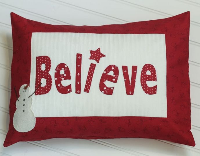 Featuring Winter Wonderland from Bunny Hill and Moda fabrics this pillow is perfect for Christmas decorating. It\u0027s a free pattern from Bunny Hill that I ... & 29 best Pillows images on Pinterest | Cushions Crafts and Sewing ... pillowsntoast.com