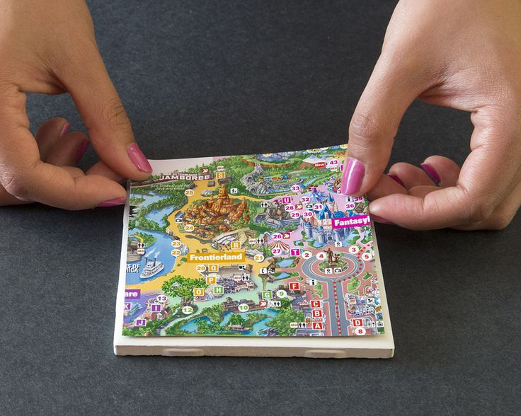 © Disney park map coasters (how to make) Get a map from Disney world, cut squares out of each park and make them into pictures
