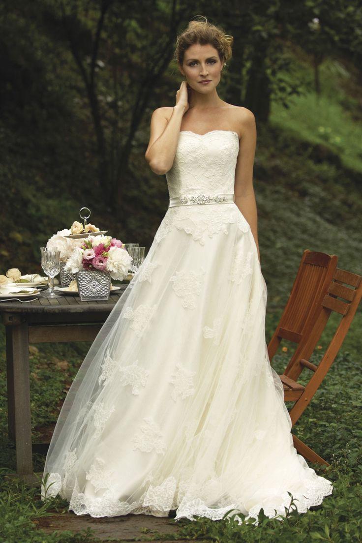 Lisa robertson in wedding dress - Browse Hundreds Of Wedding Dresses From Vera Wang Jenny Packham Oscar De La Renta