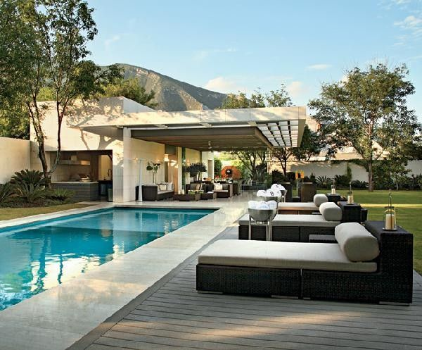 38 Of The Most Spectacular Contemporary Pools Presented on Freshome [Part Two]