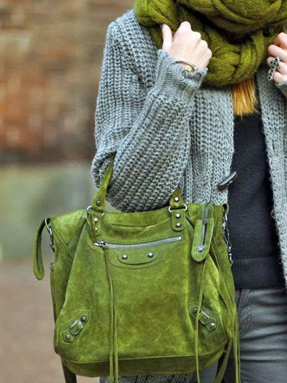 Zo kan je een groene sjaal leuk combineren!