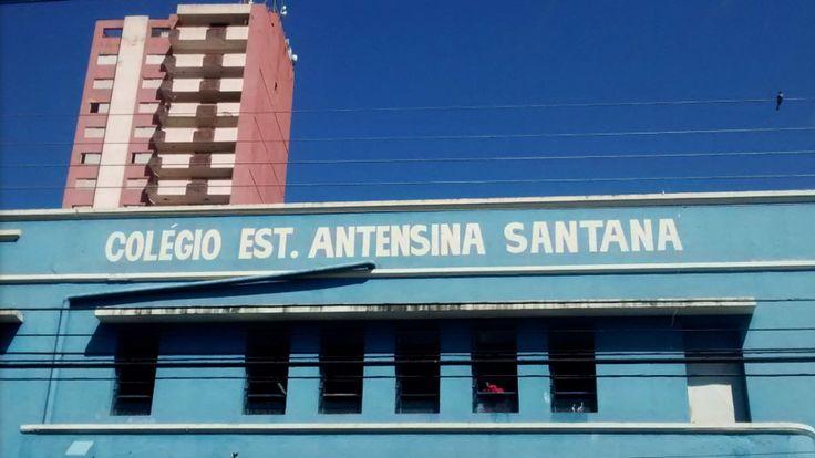 Oi gente, mas Oi Mesmo! Tudo bem? No dia 9 de novembro, o Colégio Estadual Antensina Santana, Anápolis-GO, promoveu, em suas dependências, feira cultural sobre Goiás. A exposição retratou os aspect…