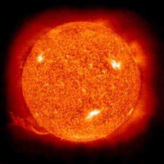 Die Sonne hat einen Durchmesser von 14 Millionen Kilometer und ist 150000000km von der Erde entfernt. Die Temperatur auf der Oberfläche beträgt 6000 Grad Celsius. Die Sonne scheint schon seit 5 Mrd. Jahren. Sie ist kein Planet, sondern ein Stern. Neun Planeten umkreisen die Sonne. Die dunklen Flecken auf der Oberfläche heißen Sonnenflecken. Die Temperatur im Inneren der Sonne beträgt 15 Mio. Grad Celsius. Der Merkur ist der Sonne am nächsten. Ohne die Sonne gäbe es kein Leben. Nachts sehen…