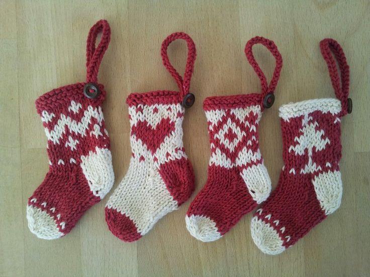 Små strikkede julesokker