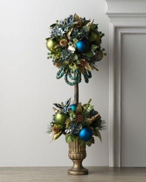 A peacock feather topiary adds a festive touch. I didn't remember how cool this site is till I started to repin it; so many topiary designs!! Great ideas!!