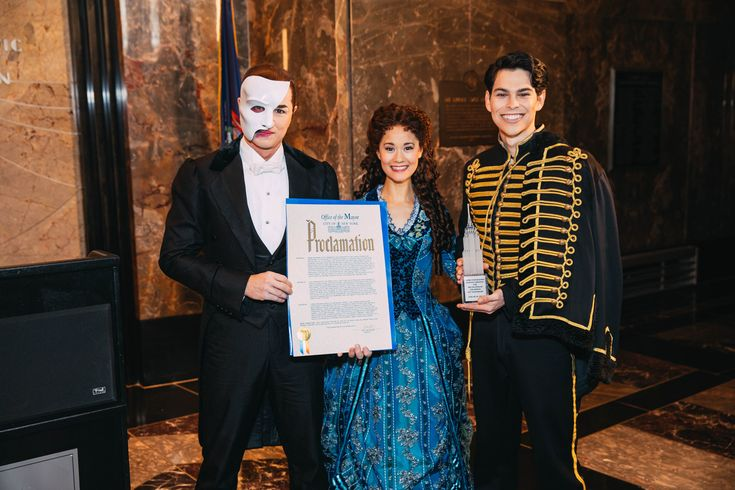 They're the Top! See Peter Joback & 30th Anniverary Cast of The Phantom of the Opera Celebrate on the Empire State Building | Broadway Buzz | Broadway.com