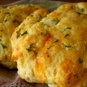 Red Lobster Cheddar Garlic Biscuit recipe:  2 cups Bisquick biscuit mix 2/3 cup milk  1/2 cup cheddar cheese (shredded)  1/4 cup butter (melted) 1/4 teaspoon garlic powder 1/4 teaspoon dried parsley   Then....Preheat oven to 450 degree. Mix biscuit mix, milk, and cheddar cheese until soft dough forms; beat vigorously for 30 seconds.  Drop dough by spoonfuls onto ungreased cookie sheet. Bake for 8-10 minutes or until golden brown. Mix by BindyB
