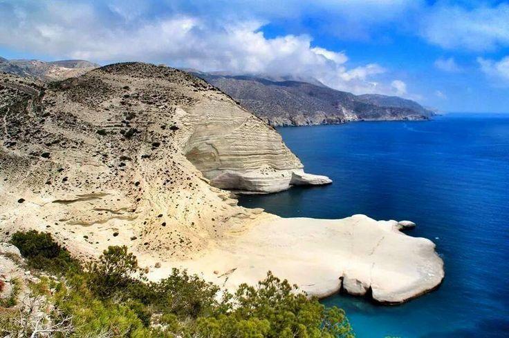 Situé à 25 km au nord de Nador, le Cap des Trois Fourches est l'un des plus beaux sites du Maroc qui s'offre à vous