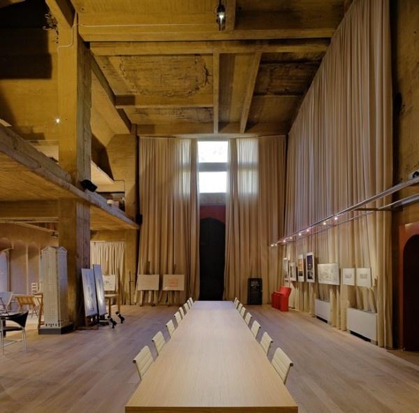 Projeto Do Arquiteto Ricardo Bofill, Que Construiu Sua
