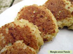 """Le frittelle di cavolfiore non fritte sono un finger food sfizioso o anche un secondo piatto semplice da preparare, """"fritte"""" in padella senza usare olio."""