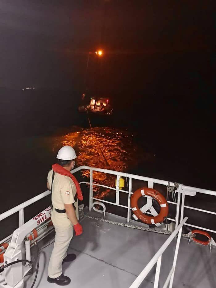 Sivriada Aciklarinda Suruklenen Tekne Kinaliada Ya Cekildi Tekne Ayi Yaya