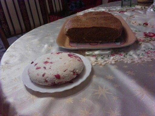Tönkölybúzás kenyér lilahagymás sajttal eredeti tehéntejből