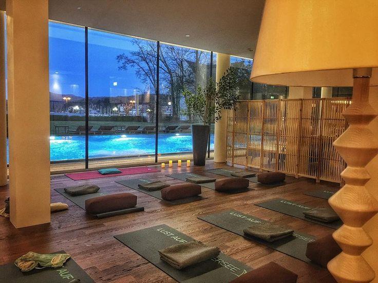 Stasera #yoga con vista - #yogaretreat @falkensteiner_hotels #velden #namaste #relax #instayoga #mindfulness #meditation #moments #peace #soulretreat #follow #daianalorenzato #instatravel #slowtravel #falkensteiner #austria #carinzia