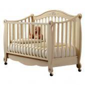Pali детская кроватка-диван pali rigoletto  — 35343р. ---------- производитель: pali  особенности кроватки pali rigoletto: кроватка pali rigoletto - одна из самых оригинальных моделей,  представленных итальянской мебельной фабрикой pali. благодаря тому, что  один из бортиков может быть полностью снят, кроватку легко превратить в  удобный диван для детей старше 2-3 лет. основные характеристики:   предназначена для детей от 0 до 5-ти лет  бортики опускаются на 20-25 см  один бортик съемный…