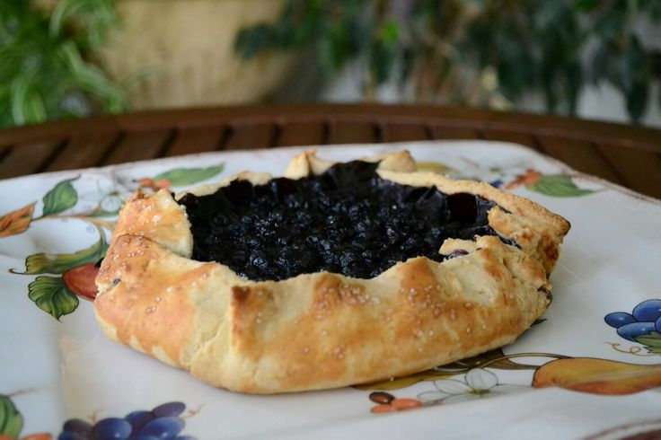 Rustic galette with blueberry... yummy... 💟