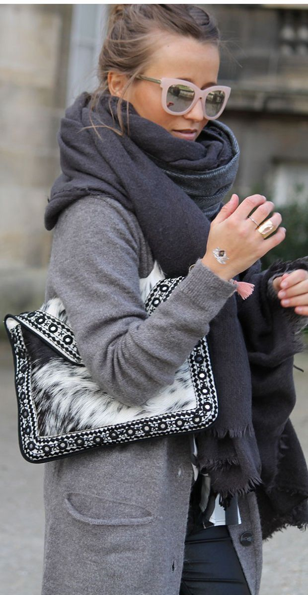 Fall fashion | Grey coat with pastel pink sunglasses, oversize scarf and fur patterned clutch: