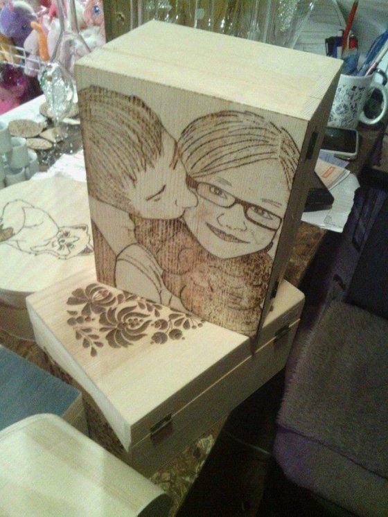 fénykép gravírozása fa dobozra