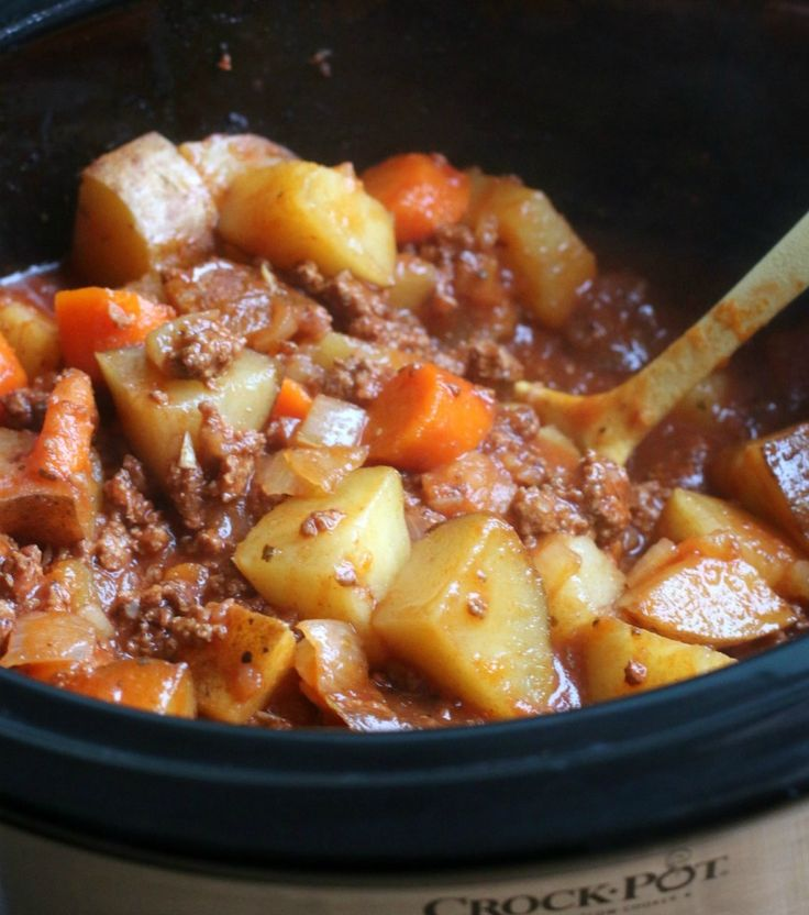 Poor Man's Stew Ingredients 1 lb. ground beef, browned and drained 1.5 lbs potatoes, diced large 3 carrots, sliced 1 onion, diced 1 garlic clove, minced (I had this on hand already) 1 (6-oz.) can tomato paste 2 cups water 1 tsp. salt ¼ tsp. pepper 1 tsp. onion powder 1 tsp. dried oregano - See more at: http://www.themagicalslowcooker.com/2015/02/10/poor-mans-stew/#sthash.zGGKsP75.dpuf