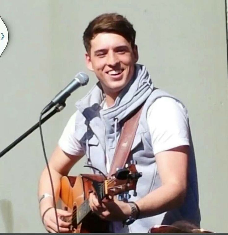 Taylor Henderson, rising Aussie star; Like & share his Facebook page - updates, news & tunes from Taylor himself