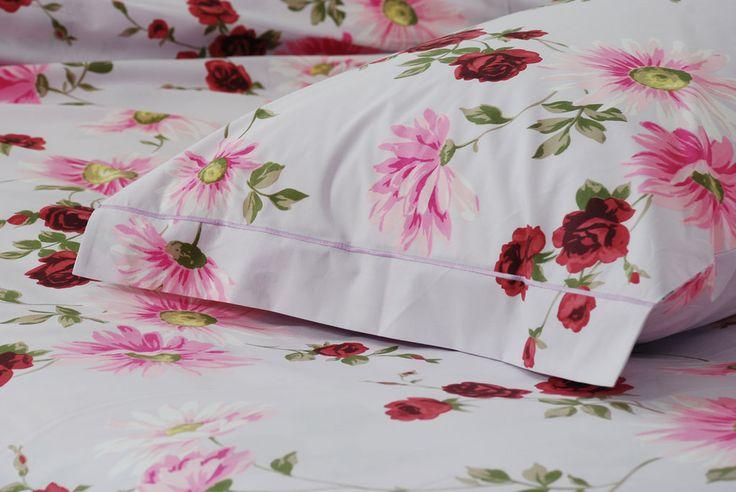 """Clara Lilla """"Passione Floreale"""" - Il calore di questi fiori dalle tonalità bordeaux, lilla e rosa è l'ideale per chi ha fatto della passione il proprio stile di vita - Percalle di cotone 100%"""