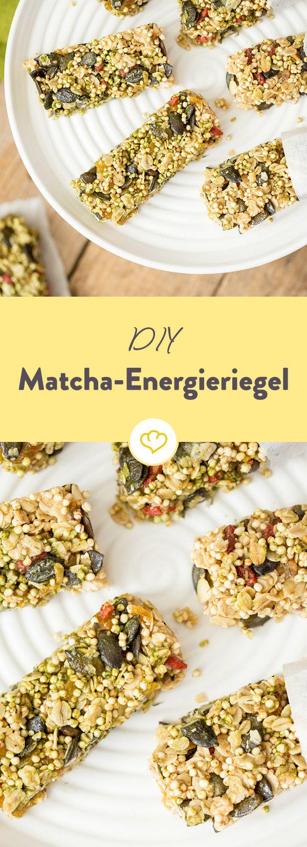 Grüner Riegel voller Energie: Haferflocken, Reis Crispies, Rosinen und Honig werden vereint und mit Matcha-Pulver in ein neues, grünes Gewand gehüllt.