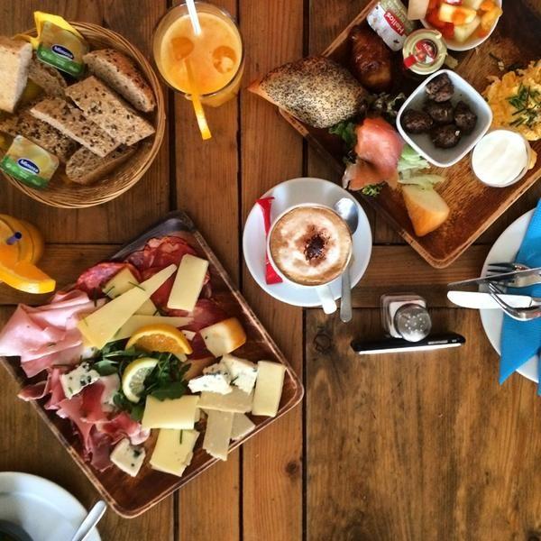 Pois, Café - the best breakfast spot in #Lisbon