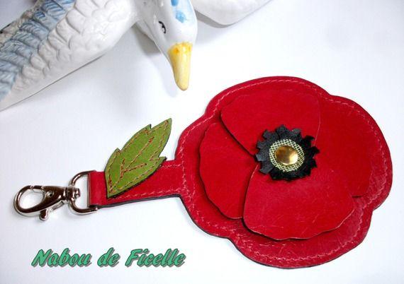 """""""Coquelicot """" en cuir, bijoux de sac / porte clés, rouge, noir et vert, 17,5 x 10 cm"""