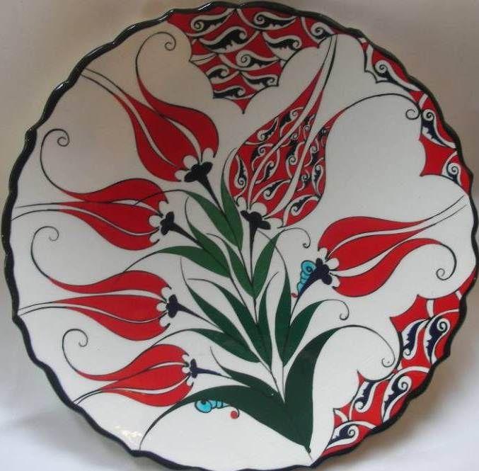 kırmızı laleli el yapımı çini tabak modeli