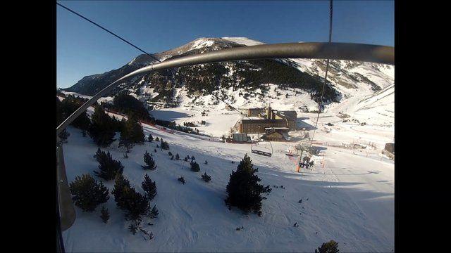 """L'Alba i els seus """"culegues"""" esquiant per les pistes de Vall de Núria"""