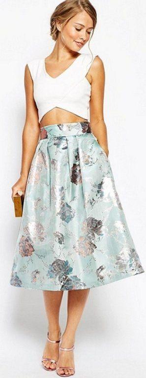 Invitadas con falda midi, ¡elegancia asegurada! | Preparar tu boda es facilisimo.com                                                                                                                                                                                 Más