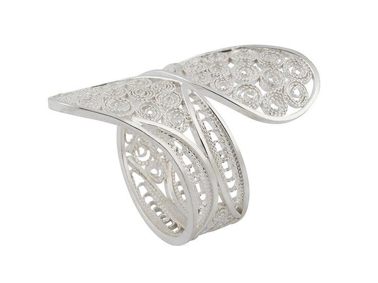 Hoe krijg je zilveren sieraden weer glanzend schoon?