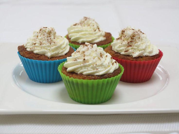 Mmmmm koolhydraatarme cupcakes! Met deze suikervrije cupcakes is een koolhydraatarme levensstijl echt een feestje. Deze cupcakes smaken een beetje naar carrotcake. 1 cupcake bevat maar 2.2 gram koo…