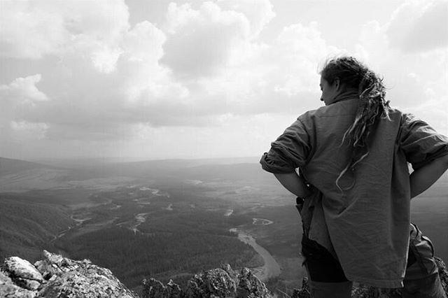Nach einer verdammt anstrengenden #Wanderung aus die White Mountains. Der Ausblick war die Mühe wert.  #Abenteurer #abenteuer #Alaska #reisen #Travel #LisaBrenk #berge #whitemountains #adventure #Northofnormal #kanutour #autorenleben #Fernweh #beavercreek #wandern #weltentdecken #Reise