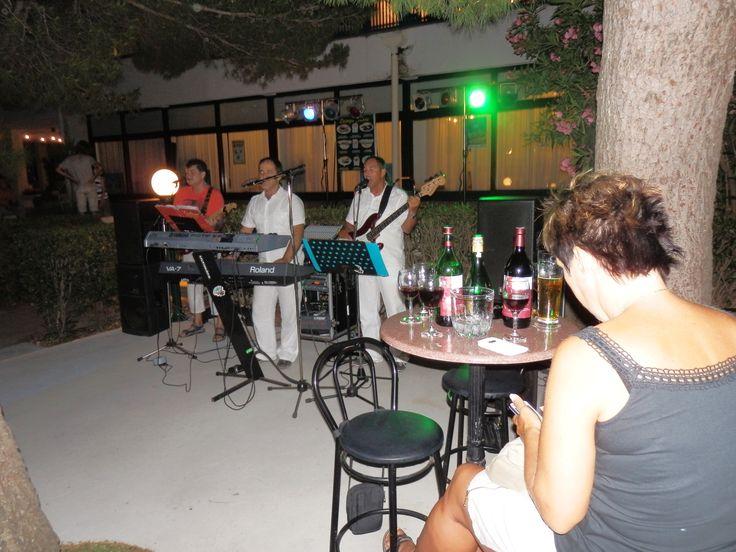 Jiří Hrdý - Baška Voda, Trio Adriana (Denis, Željko a Ivo), červenec 2014. jhrdy.webgarden.cz.  #JiříHrdý #Croatia #Kroatien #Chorvatsko #Adria #Jadran #cestování #bungalovyUranija A písničky našich kluků (Trio Adriana), které máme nejraději a už se na ně všichni moc těšíme! 2:53, ta je moje!! Klikni: http://media0.webgarden.name/files/media0:5337ee361732b.mp3.upl/Track%20No02.mp3