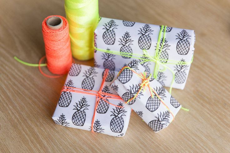 DIY Free Printable Pineapple Wrapping Paper | Whimseybox / papier cadeau ananas