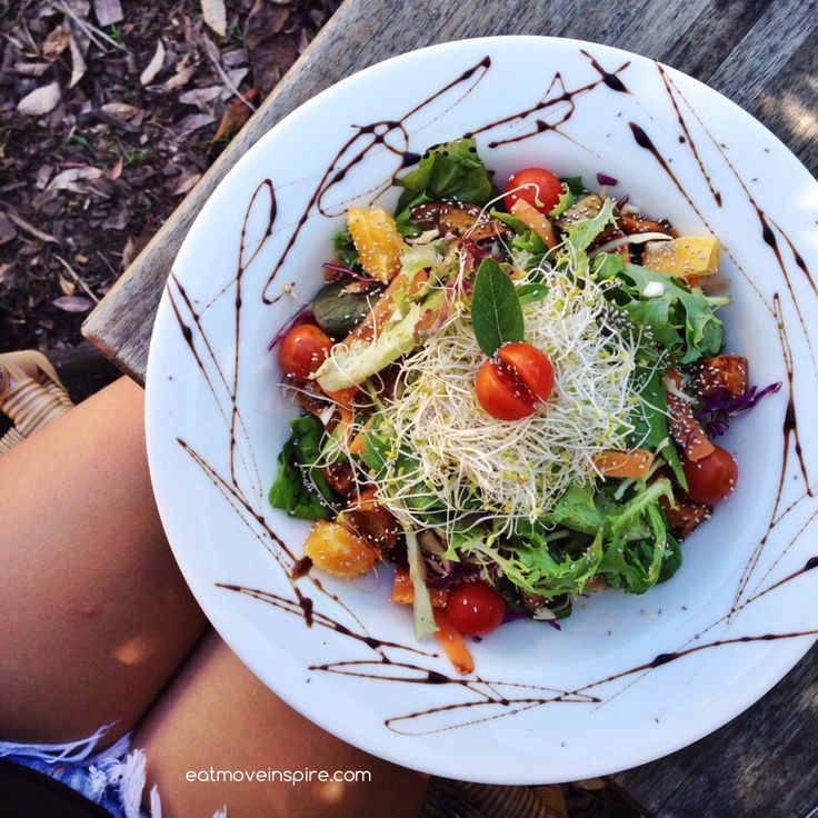 Raw Veggie + Quinoa Salad | via www.eatmoveinspire.com