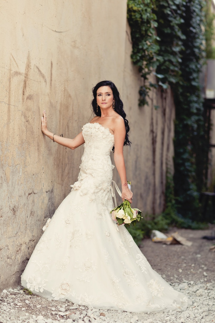 Amy purdy wedding gown   best NYC Elopements by Angela Cardenas images on Pinterest